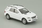 Mercedes-Benz ML500 - белый - №68 с журналом 1:43